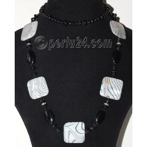Стильное украшение из агата и перламутра 'Черное и белое'