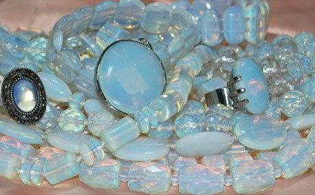 Украшения из натурального лунного камня купить в Украине по лучшим ценам.