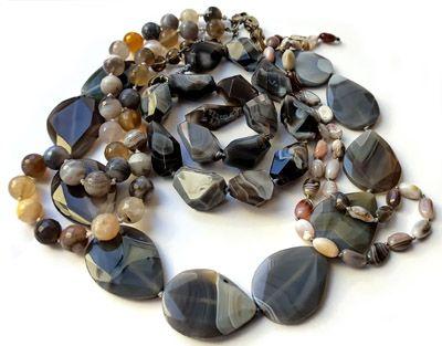 Фото украшений из натурального камня серый агат