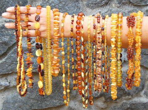 Фото украшения из натурального янтаря. Янтарные бусы.