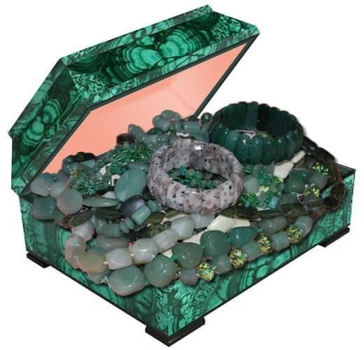 Бусы из натурального камня нефрит купить в интернет магазине в Украине по лучшей цене. Натуральный камень нефрит фото и свойства