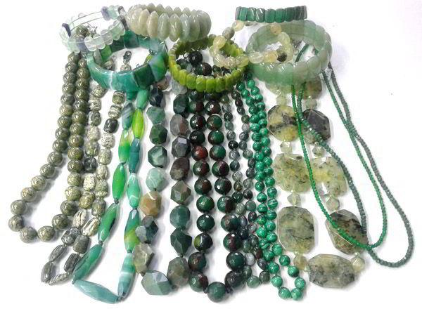 Фото украшения из натуральных зеленых камней
